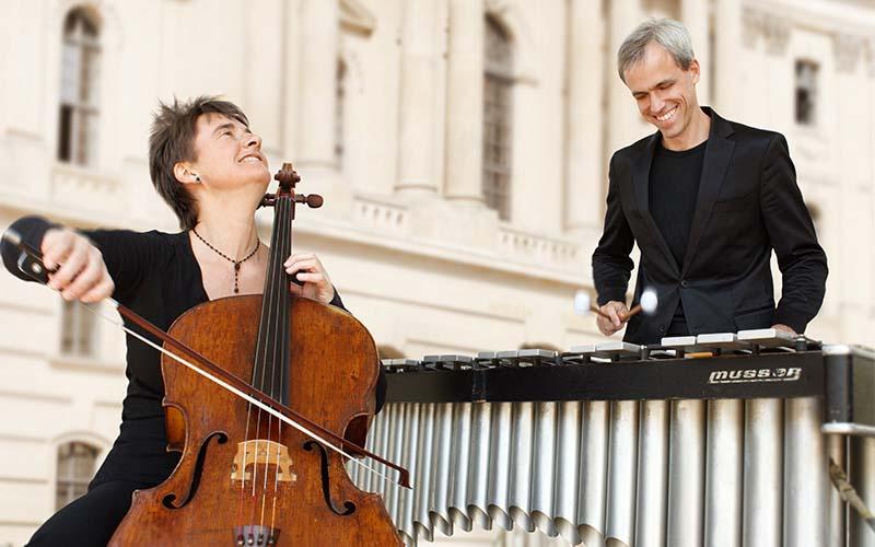 Anna Carewe & Oli Bott (© Miroe)
